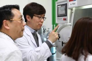 김성웅 IBS 연구위원(가운데) - 기초과학연구원(IBS) 제공